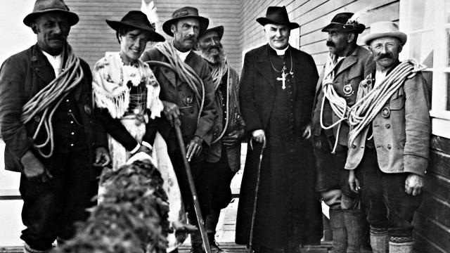 Kardinal Michael von Faulhaber weiht die Bayerische Zugspitzbahn ein, 1930