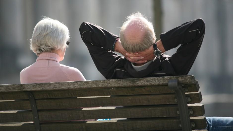 Rentnerpaar vor dem Reichstag