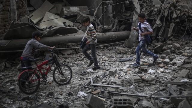Airstrike on field hospital in Douma