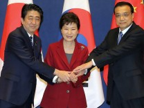 South Korea, Japan, China hold trilateral summit