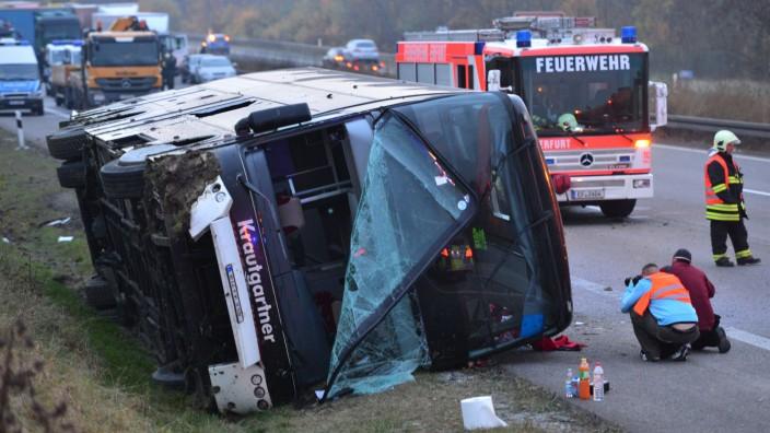 Bus mit Kindern bei Erfurt verunglückt