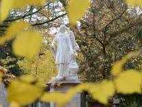Engelsfigur auf einem Friedhof