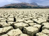 Ausgetrockneter See auf Sizilien