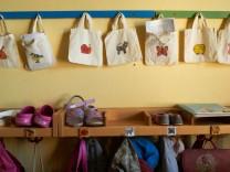 Strafe für unpünktliche Eltern von Kita-Kindern