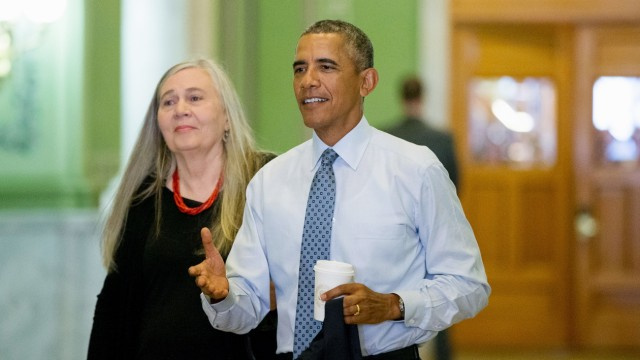 Barack Obama mit Marilynne Robinson in Iowa.