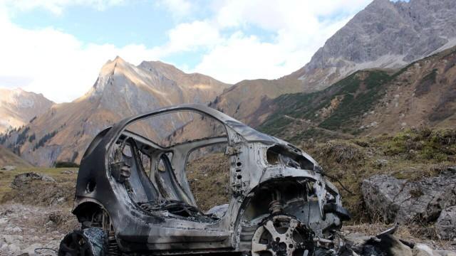 Ausgebranntes Auto auf 1400 Metern Höhe