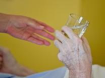 Gesundheitsminister fordert bessere Sterbebegleitung zu Hause