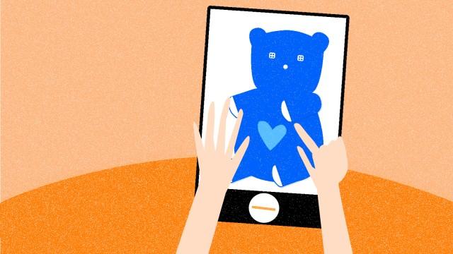 Digitalisierung der Kindheit Zweijährige am Tablet