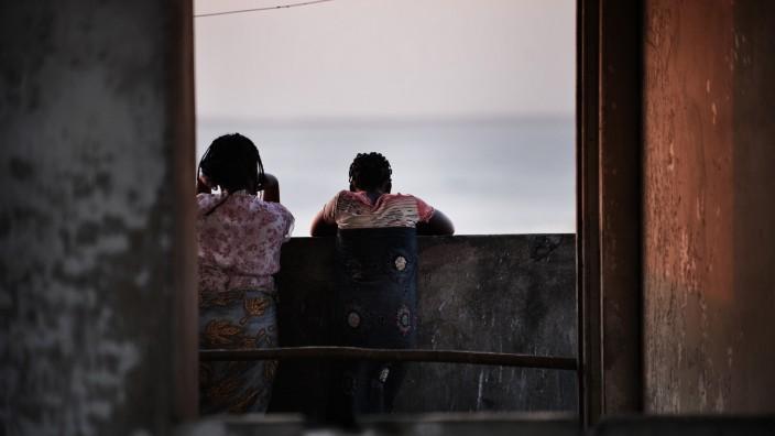MOZAMBIQUE-HOUSING-GRAND HOTEL BEIRA-FEATURE