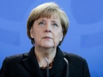 Nach Attentaten von Paris - Erklärung Bundeskanzlerin Merkel