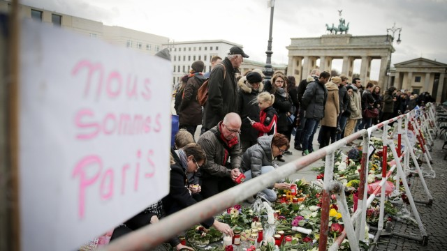 Nach Attentaten in Paris - Trauer