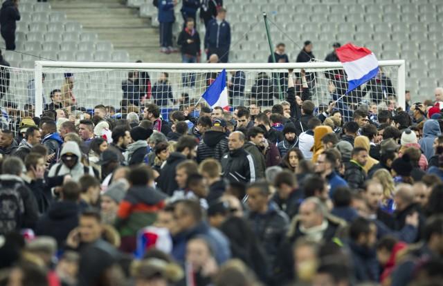 Paris St Denis 13 11 2015 Stade de France Nach dem Anschlag in Paris flüchten die Fans in den Inn