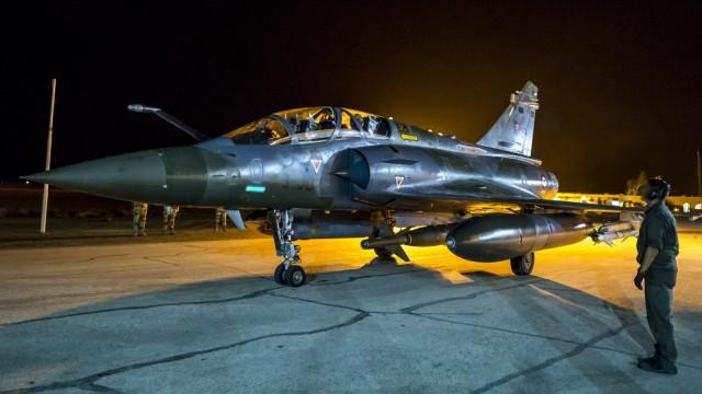 Frankreich fliegt massive Luftangriffe gegen IS in Syrien