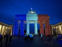 Brandenburger Tor leuchtet für Frankreich