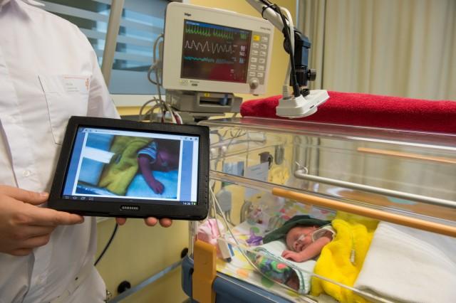 'Frühchen-TV': Virtuelles Besuchssystem für Eltern