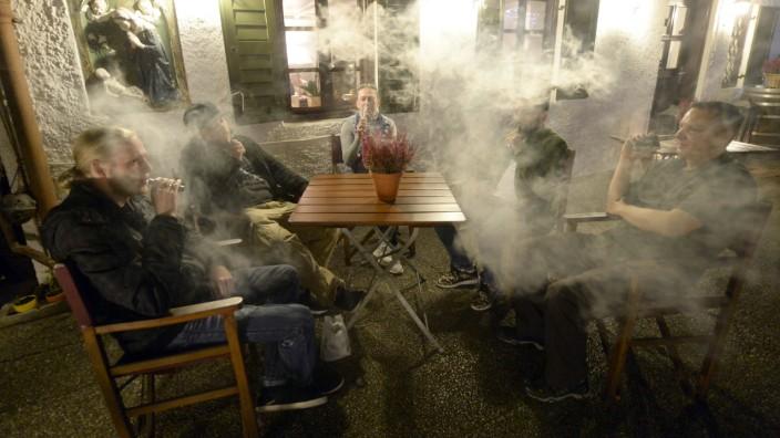 Lungenprobleme nach E-Zigaretten: Erster Toter in den USA