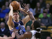 Dirk Nowitzki, Kelly Olynyk, Jae Crowder
