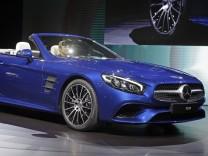 Der neue Mercedes SL auf der Los Angeles Auto Show 2015.