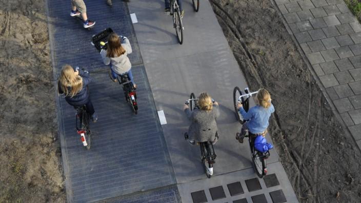 Radweg aus Solarzellen in den Niederlanden