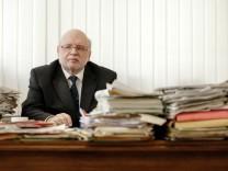 Münchens Kämmerer Ernst Wolowicz in seinem Büro
