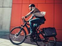 Radfahrer mit Pedelec