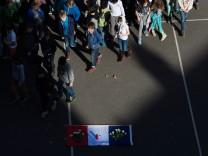Nach Attentaten in Paris ? Schweigeminute
