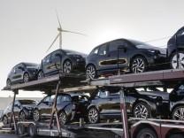 Der BMW i3 auf einem Autotransporter