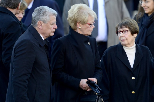Family and mourners leave after Helmut Schmidt memorial service in Hamburg