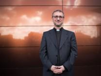Sonderbeauftragter für Flüchtlingsfragen Erzbischof Stefan Heße