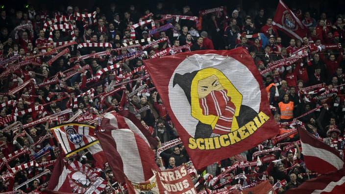 Fans Fanblock Südkurve Fahnen Fahne Flagge Flaggen Schickeria Champions League CL Gruppenphase FC Ba