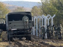 Macedonia starts building short fence at Greek border