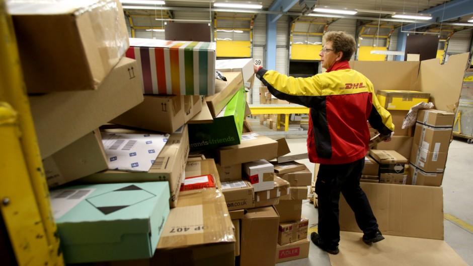Vorweihnachts-Hochbetrieb beim Post-Paketdienst