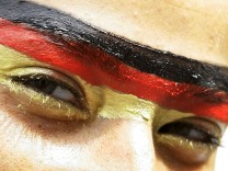 Nationalfarben auf der Stirn
