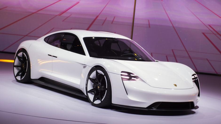 Porsche Mission E auf der IAA Frankfurt 2015.