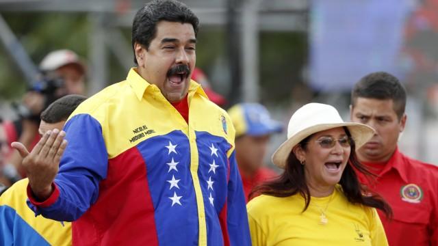 Venezuela's President Nicolas Maduro (L) and his wife Cilia Flores