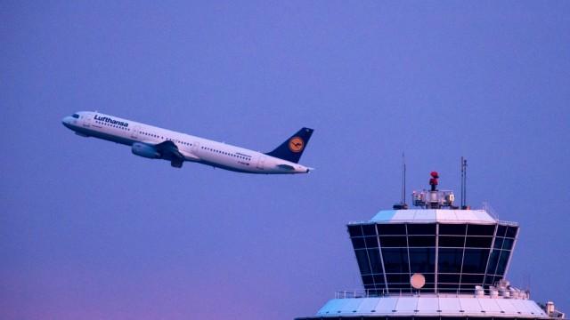startendes Flugzeug in München