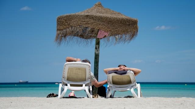 Reiserücktrittsversicherungen und Auslands-Krankenversicherungen sind oft unnütz.