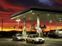 GAS PRICES CONTINUE TO SOAR AHEAD OF SUMMER DRIVING SEASON
