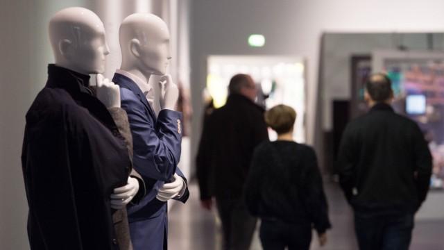 Ausstellung 'fast fashion - Die Schattenseiten der Mode'