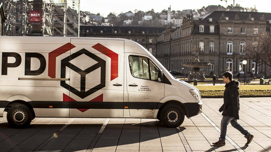 Lieferverkehr in der Fussgängerzonze Stuttgart Lieferanten wie DHL DpD o à stellen ihre Fahrzeug
