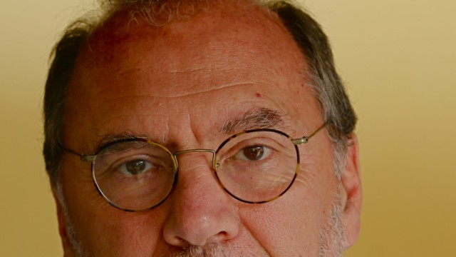 Ebola Peter Piot
