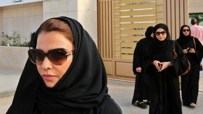 Saudi women head to polls in municipal elections for first time