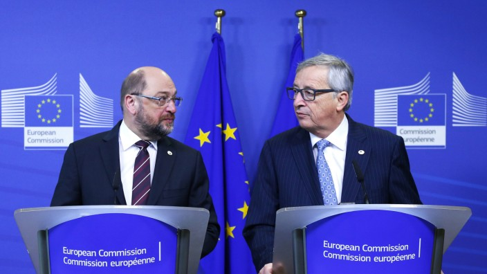 European Parliament President Schulz and European Commission President Juncker hold a joint news conference ahead a European Union leaders summit in Brussels
