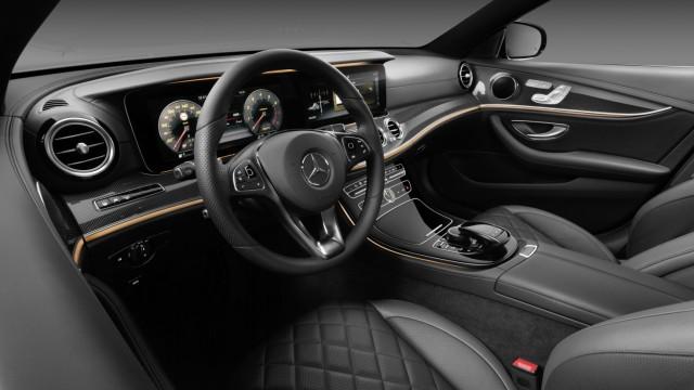 Neues Interieur - Einblicke in die Mercedes E-Klasse - Auto & Mobil ...