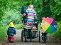 AfD schlägt Zusatzrente vor; Mutter