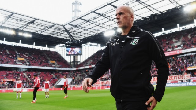 (FILE) Hannover 96 Coach Frontzeck Steps Down
