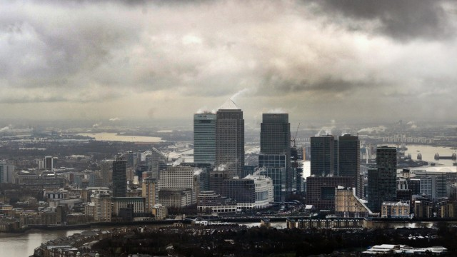 Dunkle Wolken über London