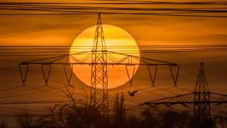 Sonnenuntergang hinter Stromtrasse