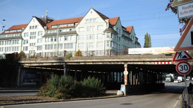 Sanierungsbedürftige Brücke in der Lindwurmstraße in München, 2015