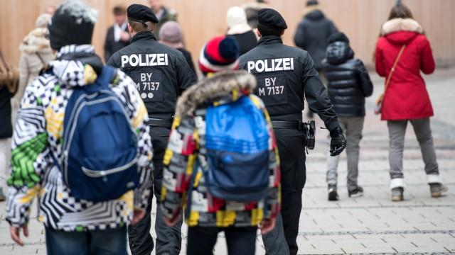 Polizisten in der Innenstadt von München am Neujahrstag 2016.